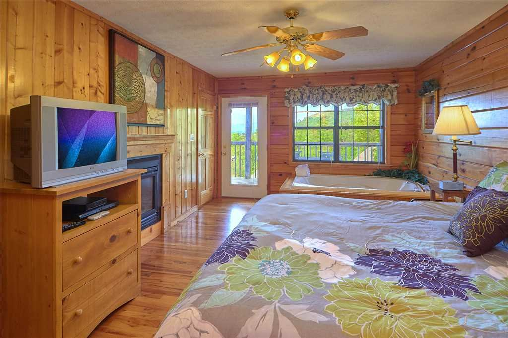 Photo of a Pigeon Forge Cabin named A Sunset To Remember - This is the twelfth photo in the set.