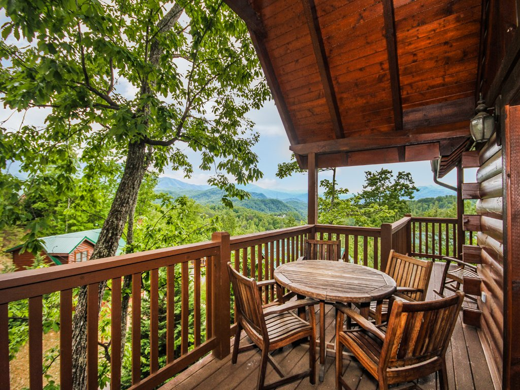 Photo of a Gatlinburg Cabin named Chimney Top Overlook - This is the fifth photo in the set.