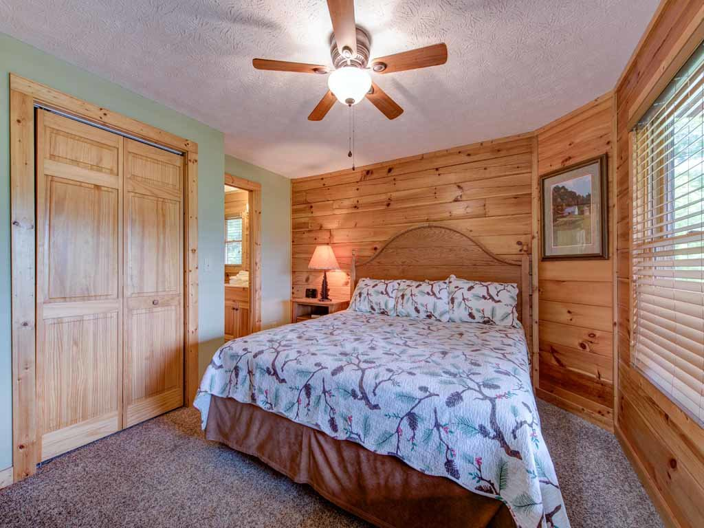 Photo of a Gatlinburg Cabin named Highpoint Escape - This is the eighteenth photo in the set.