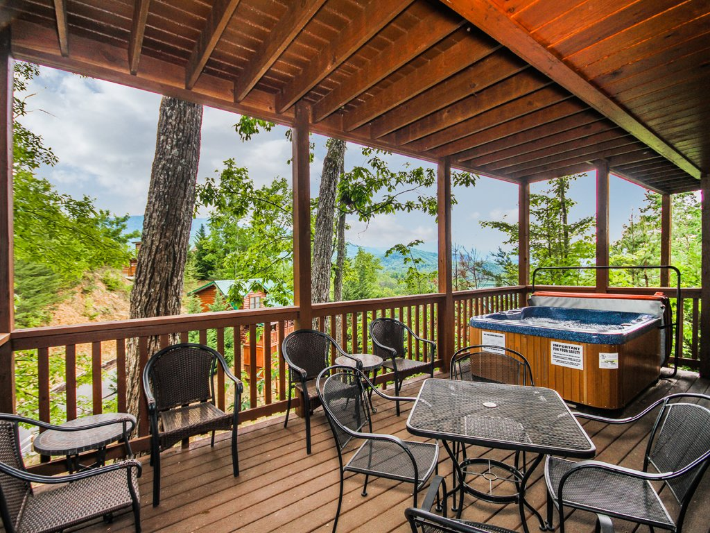 Photo of a Gatlinburg Cabin named Chimney Top Overlook - This is the thirty-second photo in the set.