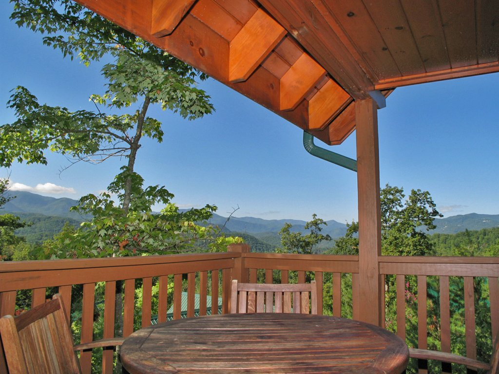 Photo of a Gatlinburg Cabin named Chimney Top Overlook - This is the twenty-eighth photo in the set.