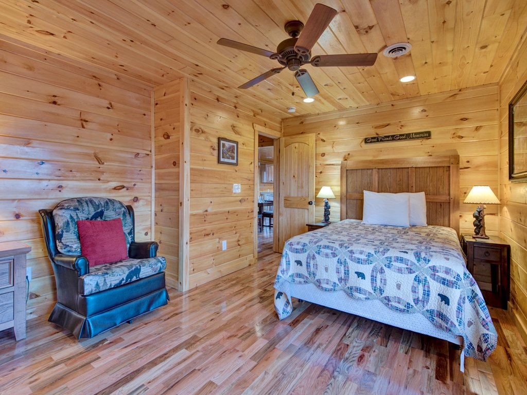 Photo of a Gatlinburg Cabin named Parkside Lodge - This is the nineteenth photo in the set.