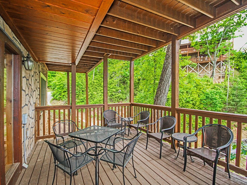 Photo of a Gatlinburg Cabin named Chimney Top Overlook - This is the eighth photo in the set.