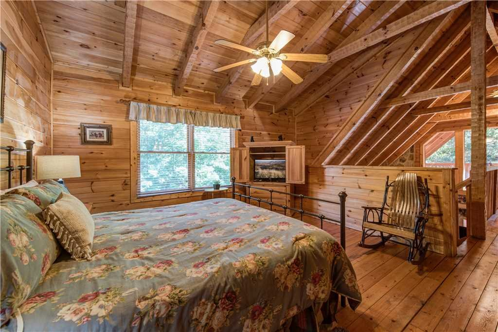 Photo of a Gatlinburg Cabin named Time For Two - This is the tenth photo in the set.