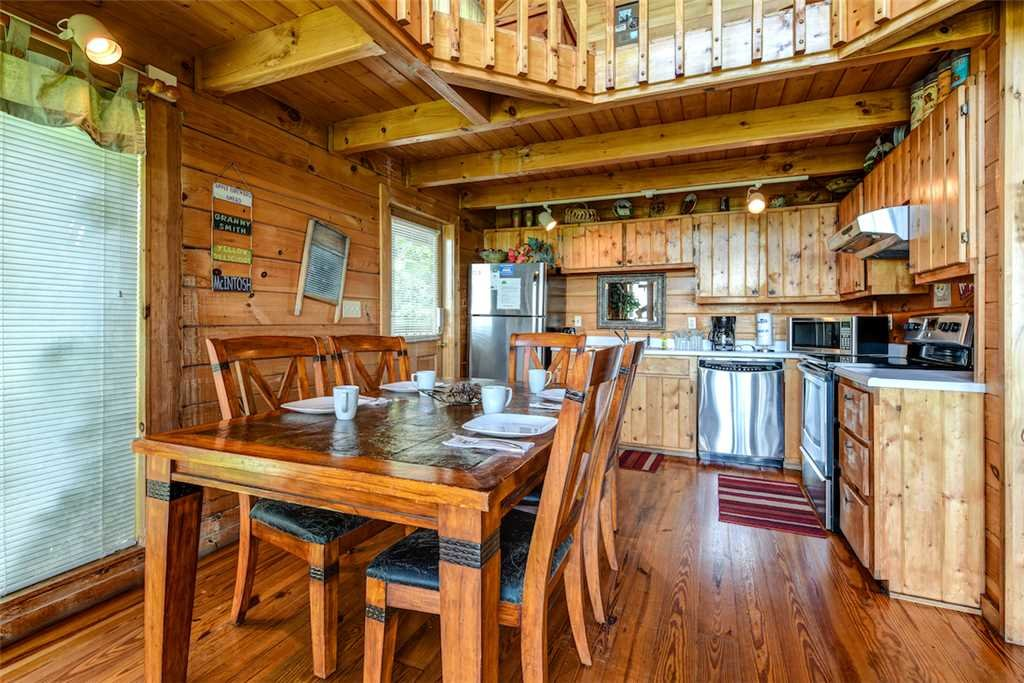 Photo of a Pigeon Forge Cabin named Solid Gold - This is the fifth photo in the set.