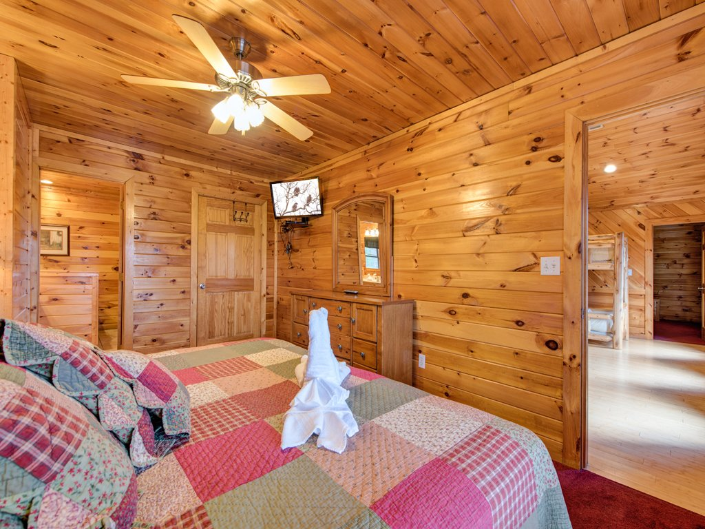 Photo of a Gatlinburg Cabin named Apple Bear Lodge - This is the twenty-first photo in the set.