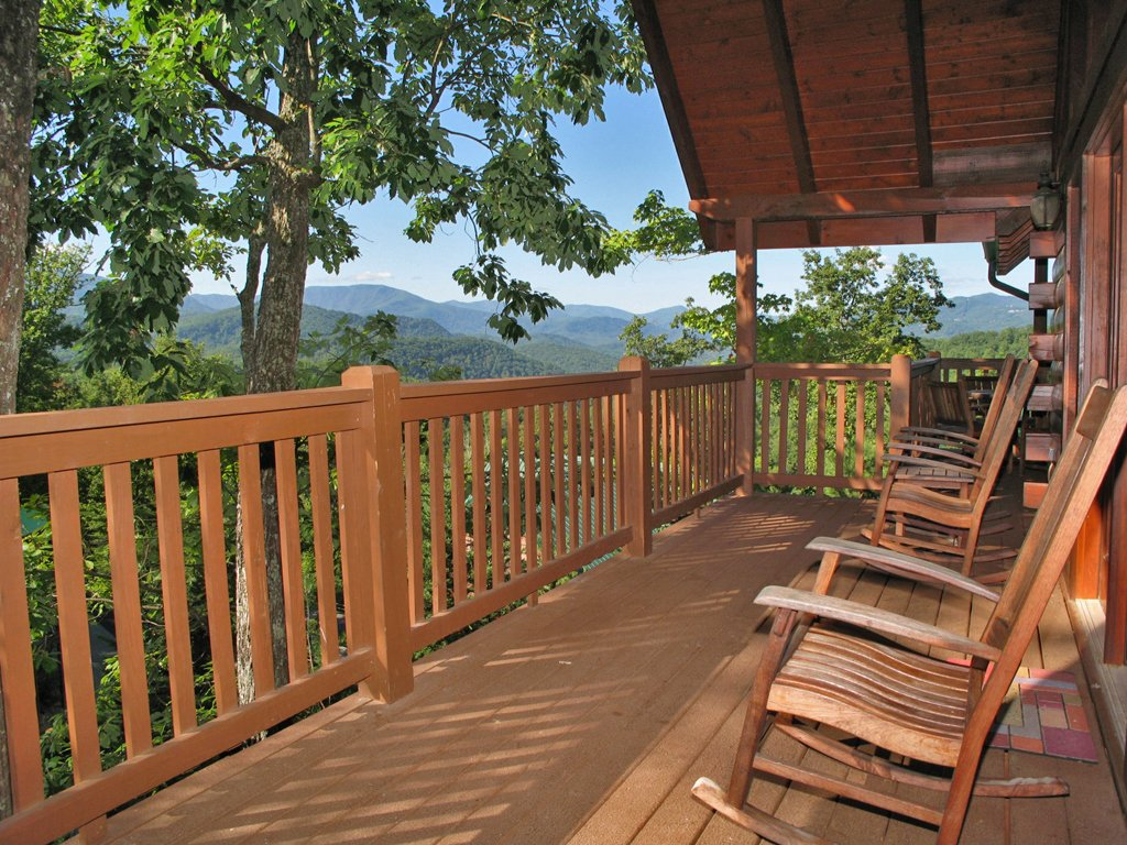 Photo of a Gatlinburg Cabin named Chimney Top Overlook - This is the twentieth photo in the set.