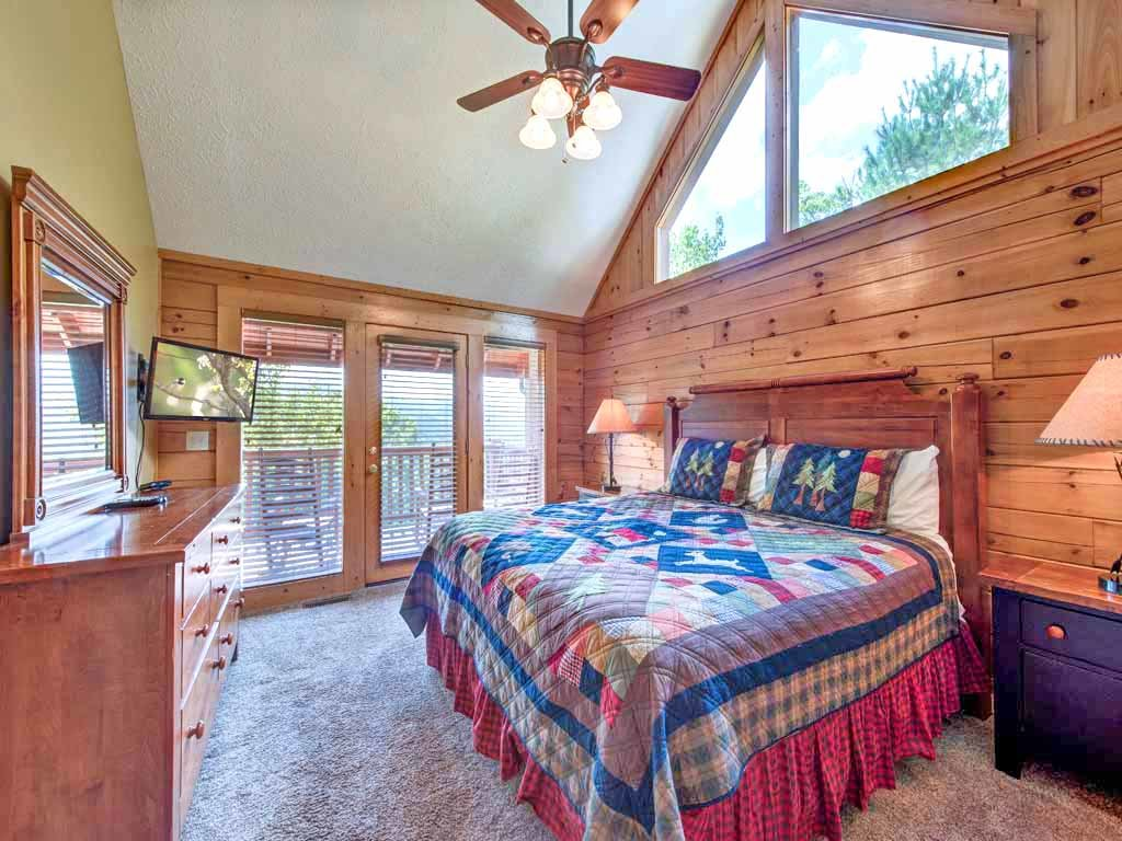 Photo of a Gatlinburg Cabin named Eagles Point Lodge - This is the twenty-first photo in the set.