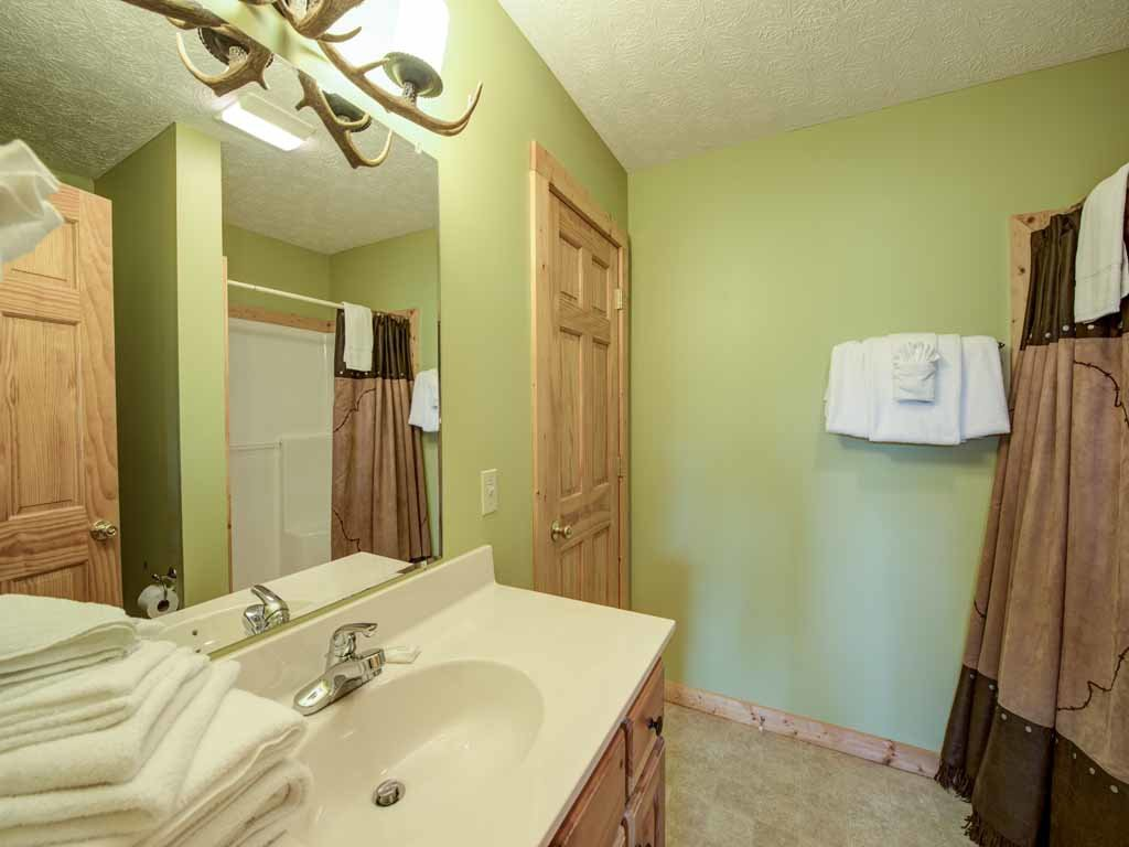 Photo of a Gatlinburg Cabin named Highpoint Escape - This is the seventeenth photo in the set.