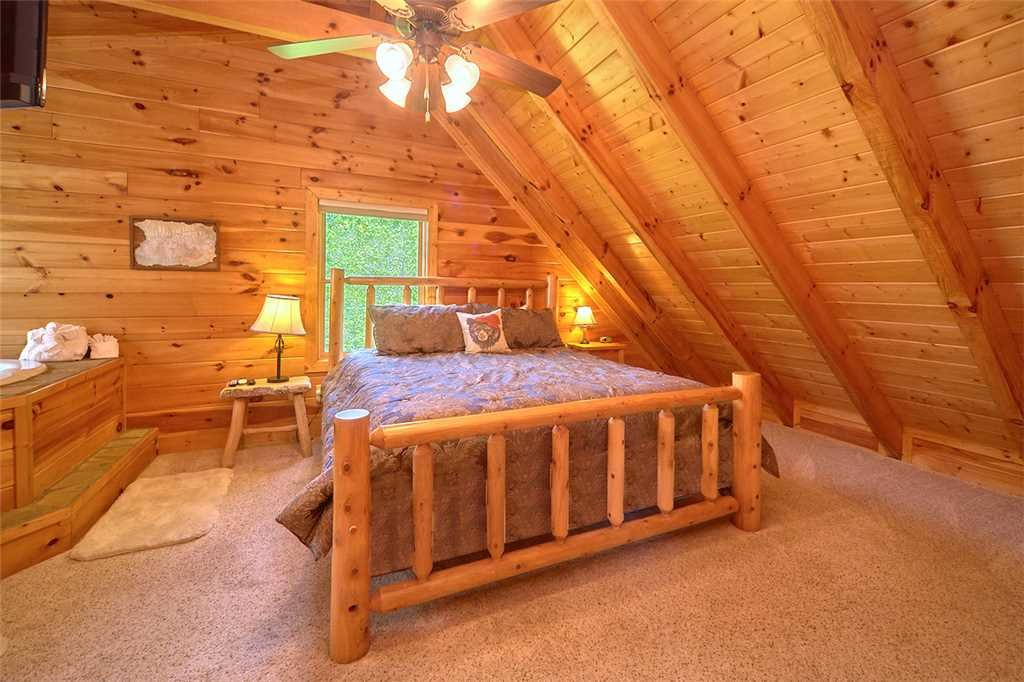 Photo of a Pigeon Forge Cabin named Lookout Ridge - This is the thirteenth photo in the set.