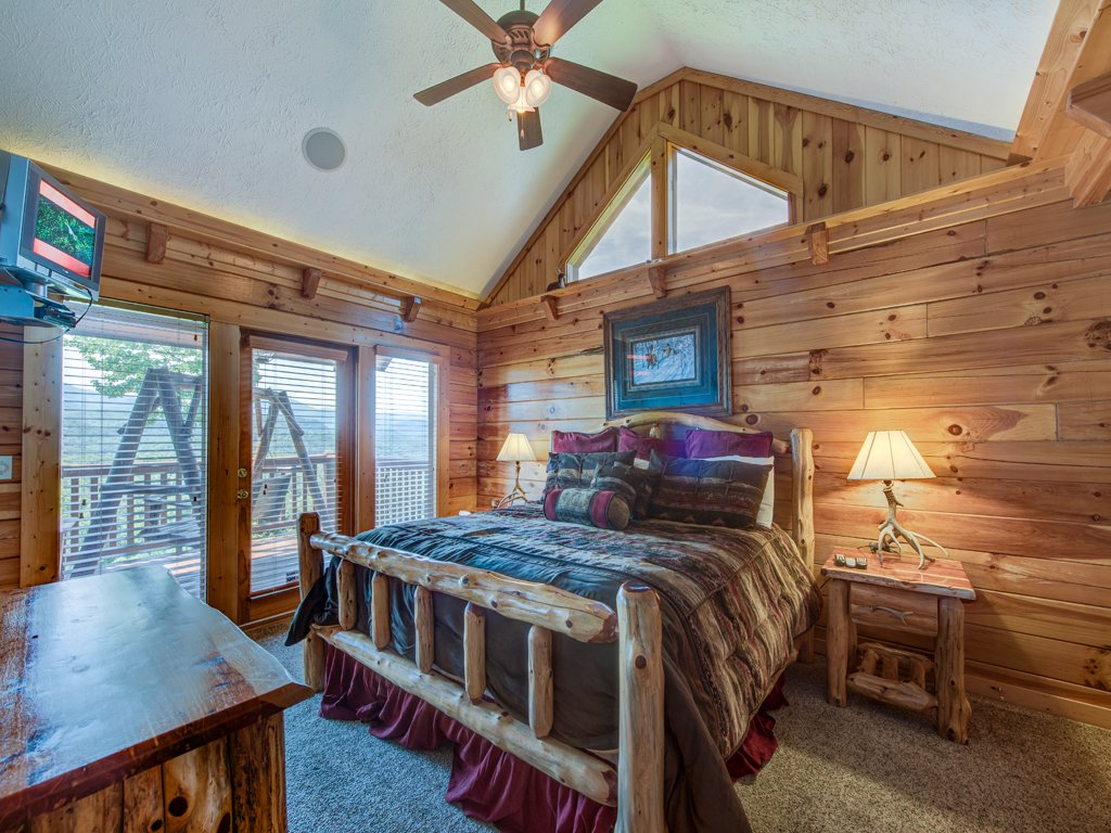 Photo of a Gatlinburg Cabin named Majestic Point Lodge - This is the eighteenth photo in the set.