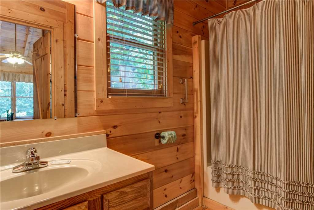 Photo of a Gatlinburg Cabin named Time For Two - This is the twelfth photo in the set.