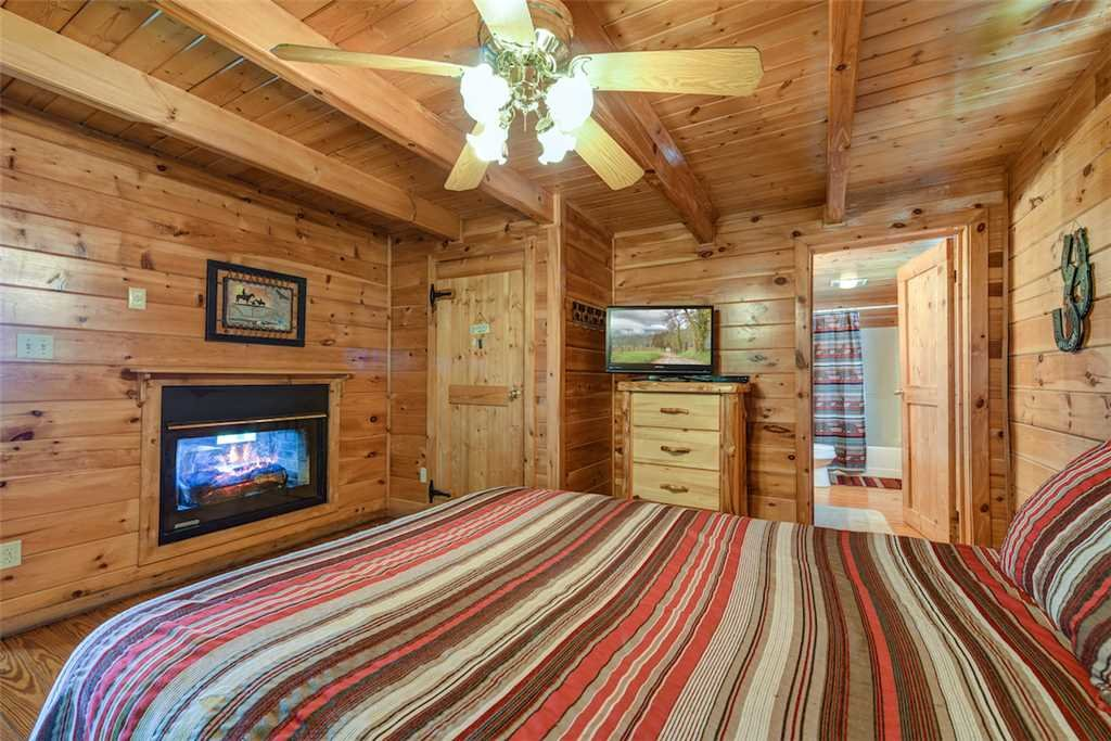 Photo of a Pigeon Forge Cabin named Solid Gold - This is the fourteenth photo in the set.