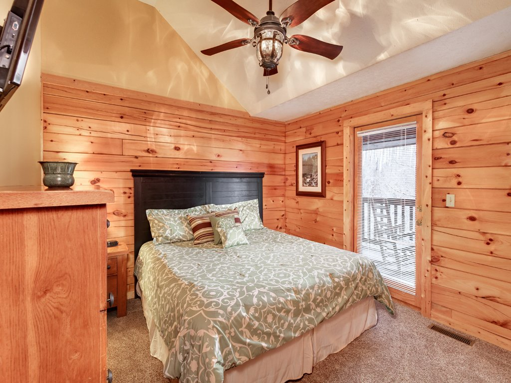 Photo of a Gatlinburg Cabin named Smoky Bear Lodge - This is the fifteenth photo in the set.
