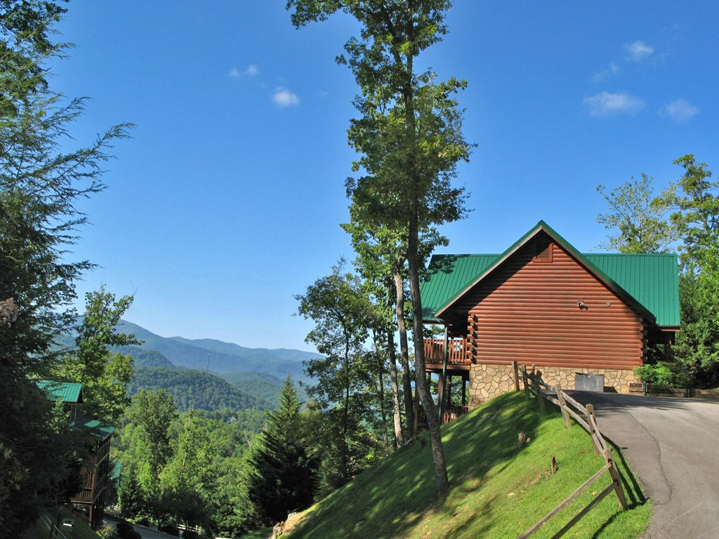 Photo of a Gatlinburg Cabin named Chimney Top Overlook - This is the thirtieth photo in the set.