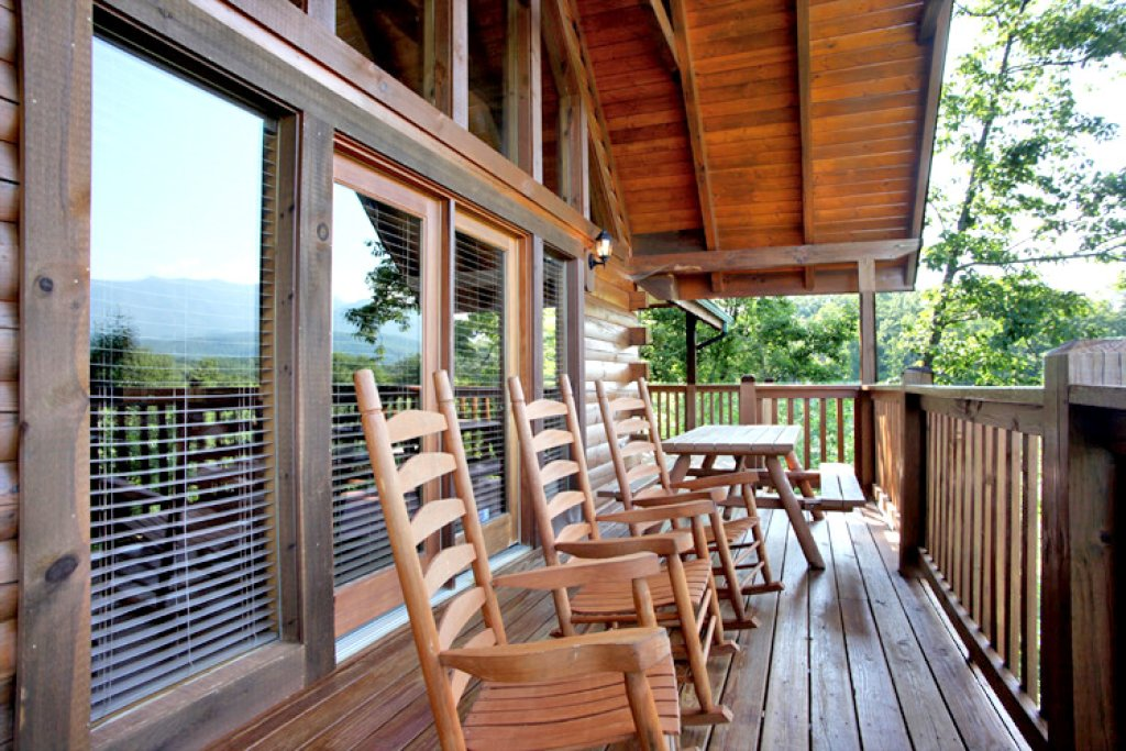Photo of a Gatlinburg Cabin named Eagles Point Lodge - This is the fourteenth photo in the set.