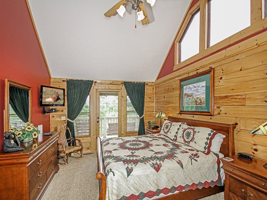 Photo of a Gatlinburg Cabin named Bear Slide - This is the twelfth photo in the set.
