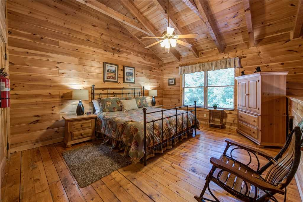 Photo of a Gatlinburg Cabin named Time For Two - This is the ninth photo in the set.