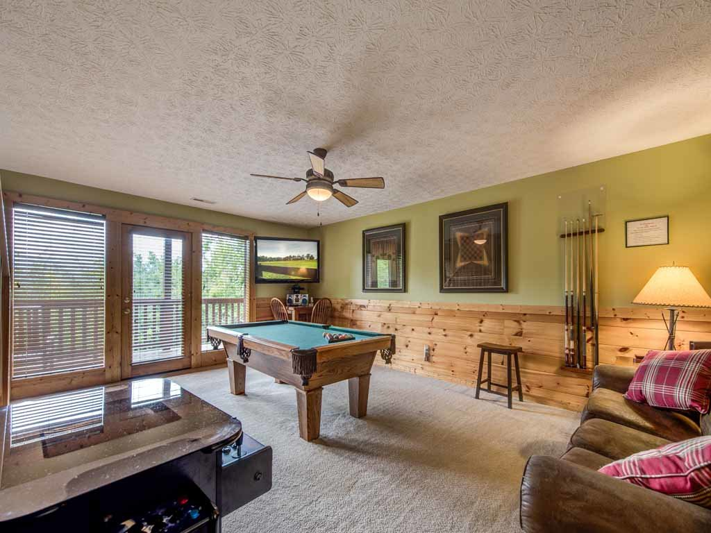Photo of a Gatlinburg Cabin named Highpoint Escape - This is the ninth photo in the set.