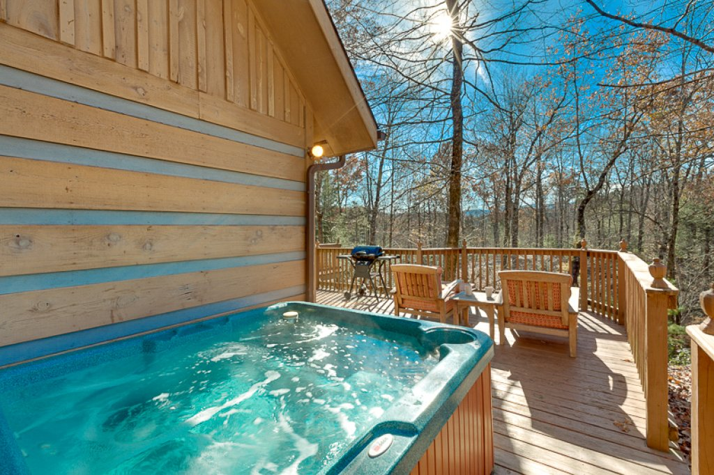 Photo of a Pigeon Forge Cabin named Bear Ridge - This is the first photo in the set.