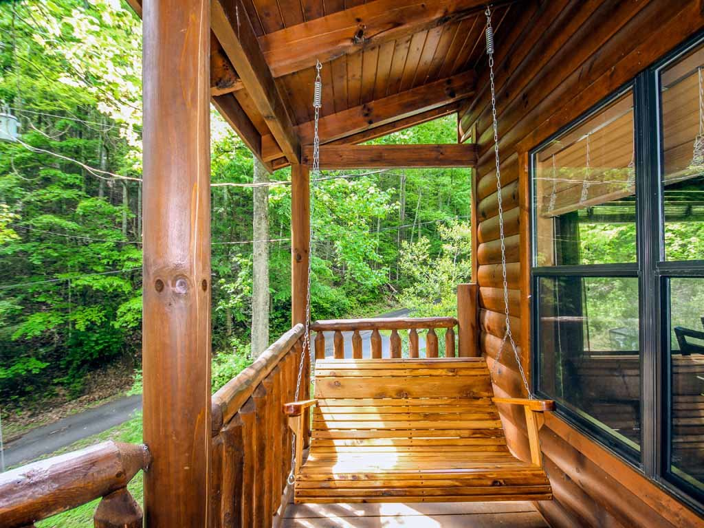 Photo of a Gatlinburg Cabin named Bearfoot Hideaway - This is the third photo in the set.