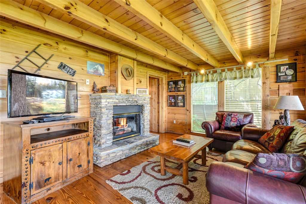 Photo of a Pigeon Forge Cabin named Solid Gold - This is the first photo in the set.