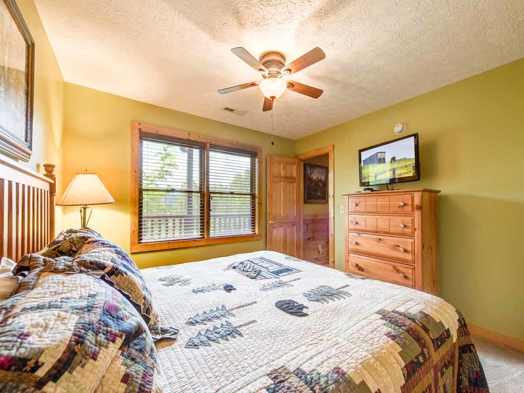 Photo of a Gatlinburg Cabin named Highpoint Escape - This is the sixteenth photo in the set.