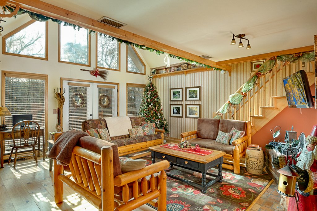 Photo of a Pigeon Forge Cabin named Bear Ridge - This is the fourth photo in the set.