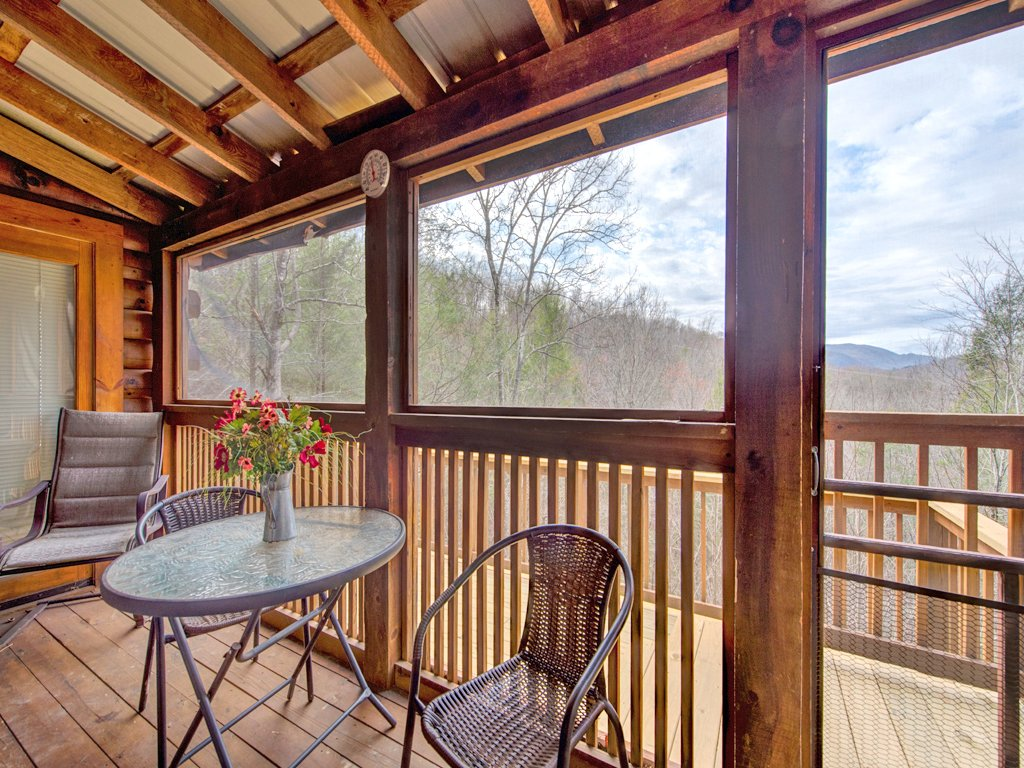 Photo of a Pigeon Forge Cabin named Robin's View - This is the nineteenth photo in the set.