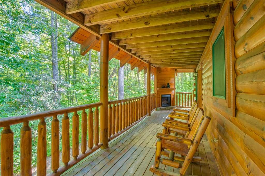 Photo of a Gatlinburg Cabin named Peyton's Hideaway - This is the twenty-fourth photo in the set.