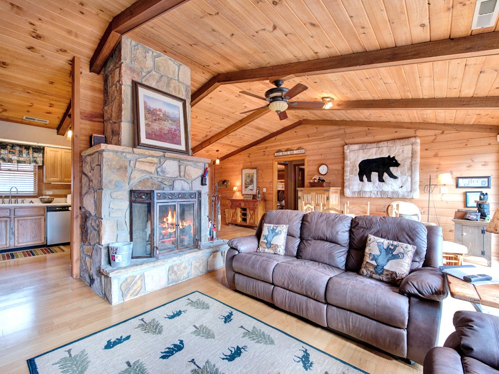 Photo of a Gatlinburg Cabin named Resting Bears - This is the first photo in the set.