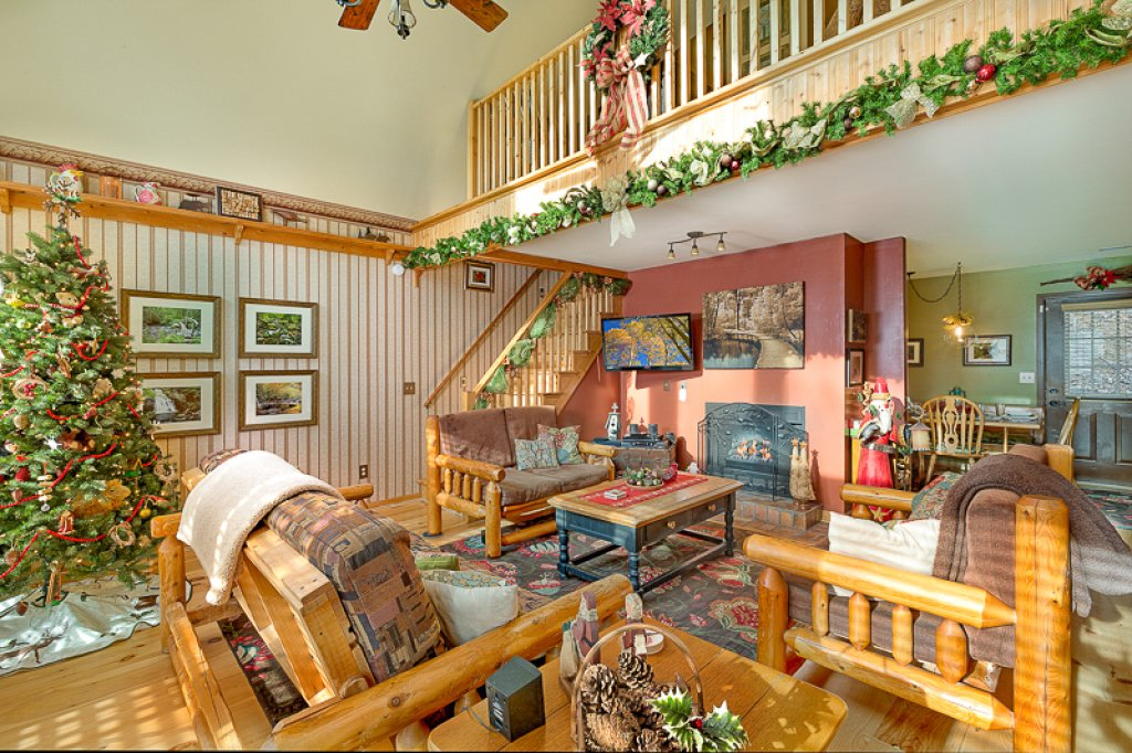 Photo of a Pigeon Forge Cabin named Bear Ridge - This is the third photo in the set.