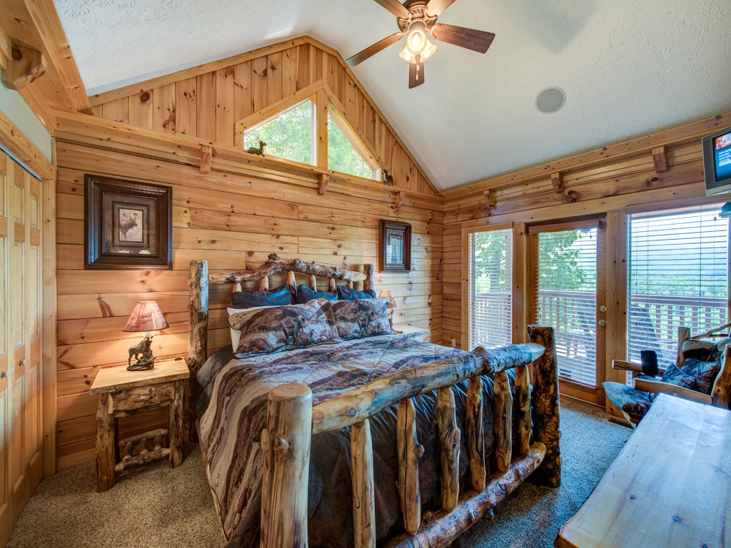 Photo of a Gatlinburg Cabin named Majestic Point Lodge - This is the thirteenth photo in the set.