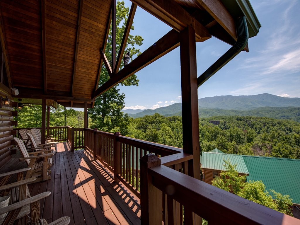 Photo of a Gatlinburg Cabin named Majestic Point Lodge - This is the twenty-fifth photo in the set.