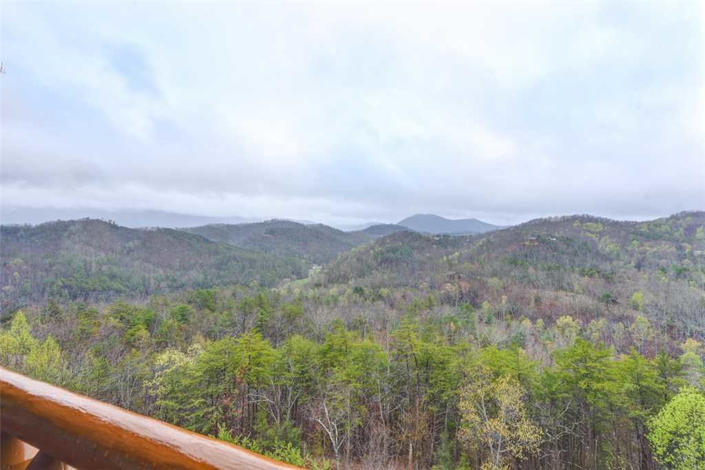 Photo of a Pigeon Forge Cabin named True Love - This is the third photo in the set.