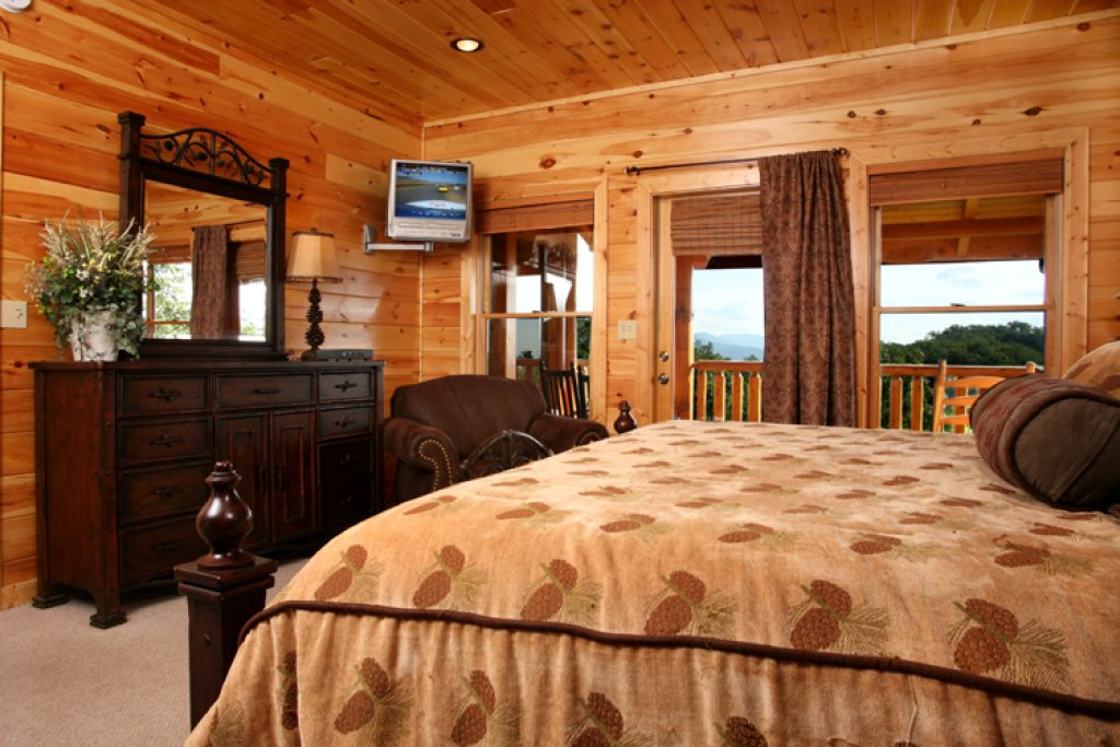 Big bear lodge cabin in gatlinburg w 5 br sleeps26 for Nuvola 9 cabin gatlinburg