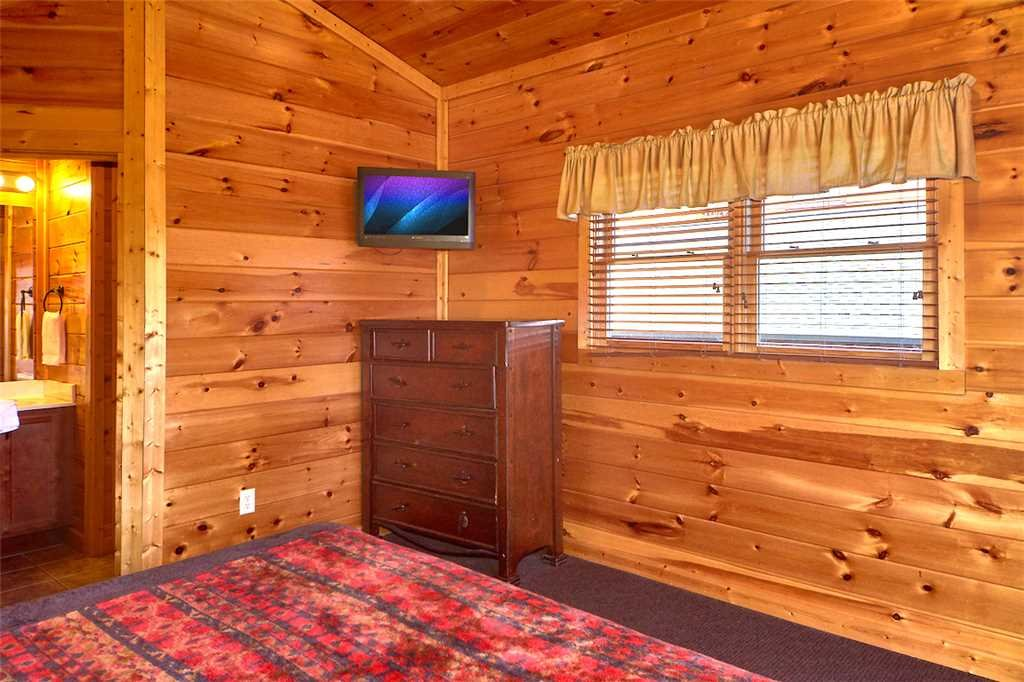 Photo of a Gatlinburg Cabin named Tennessee Walt's - This is the eighteenth photo in the set.