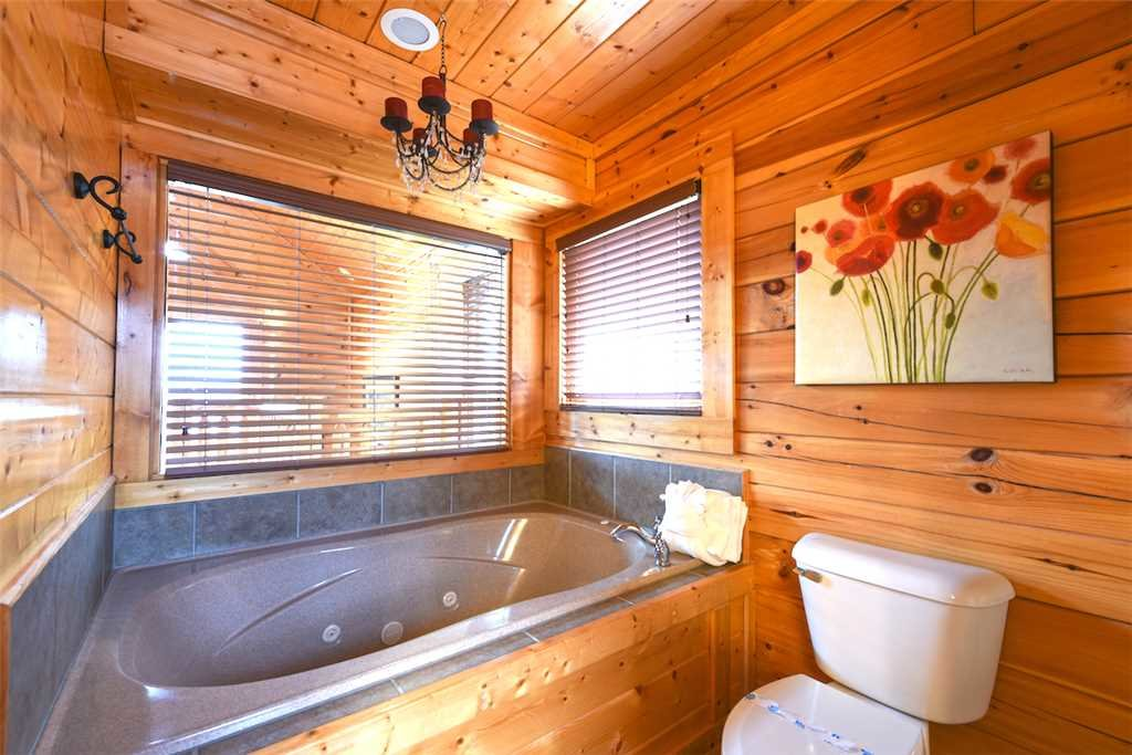 Photo of a Pigeon Forge Cabin named True Love - This is the fifteenth photo in the set.