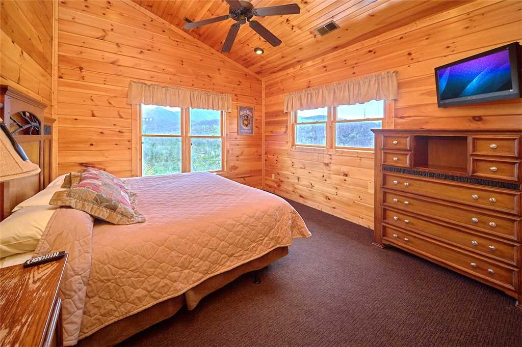 Photo of a Gatlinburg Cabin named Tennessee Walt's - This is the thirteenth photo in the set.
