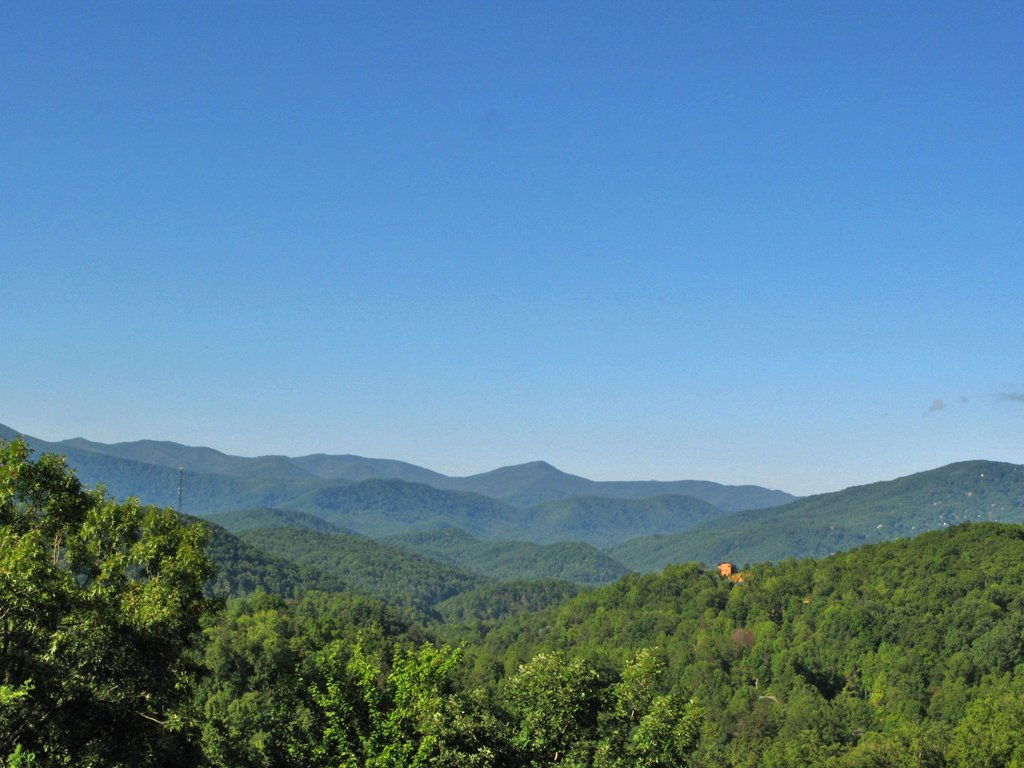 Eagles point lodge cabin in gatlinburg w 4 br sleeps16 for Eagles view cabin sevierville tn