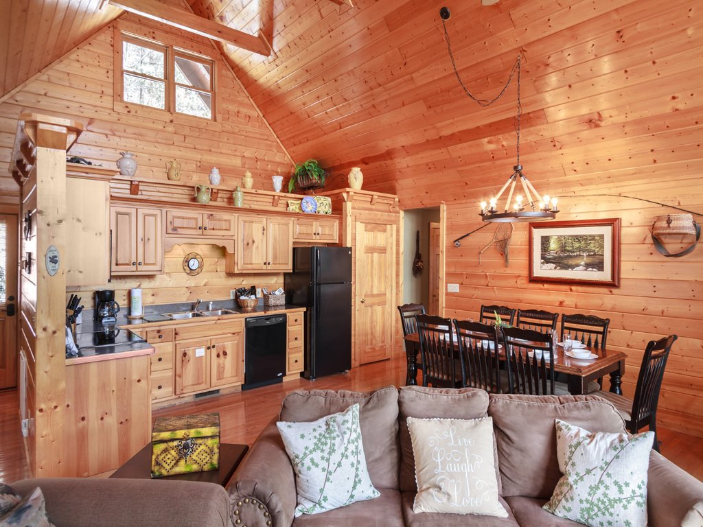 Photo of a Gatlinburg Cabin named Smoky Bear Lodge - This is the fifth photo in the set.