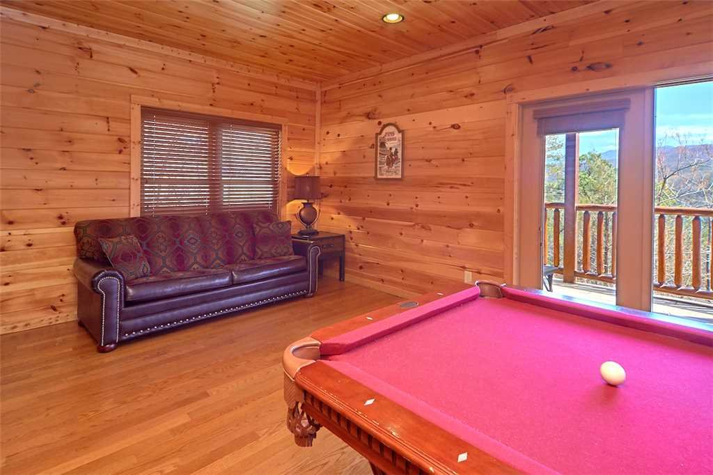 Photo of a Gatlinburg Cabin named Tennessee Walt's - This is the eleventh photo in the set.