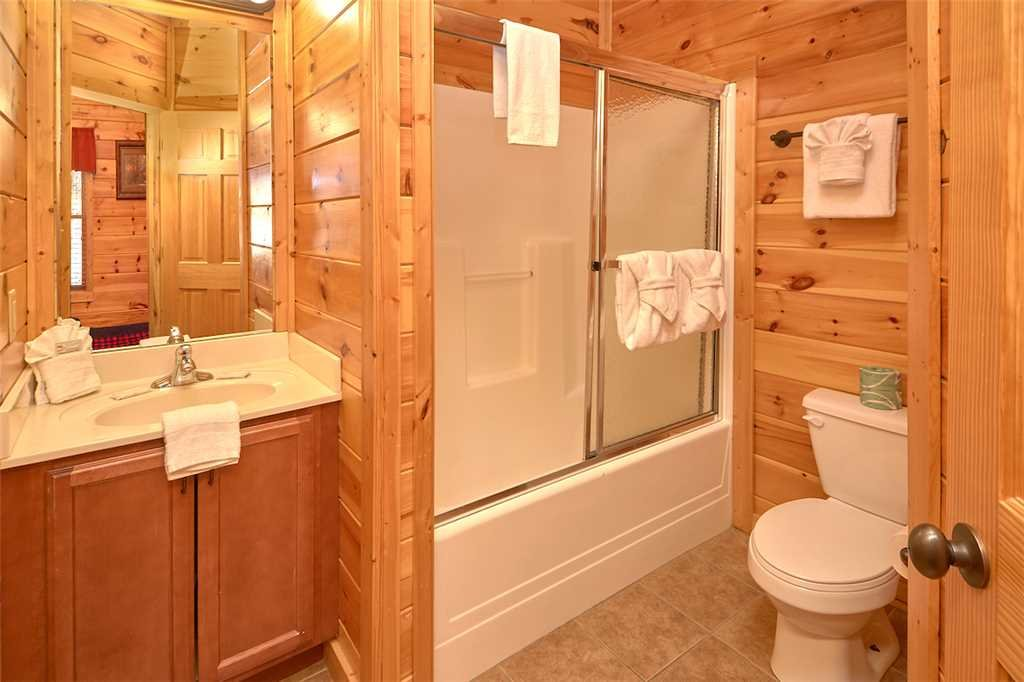 Photo of a Gatlinburg Cabin named Tennessee Walt's - This is the sixteenth photo in the set.