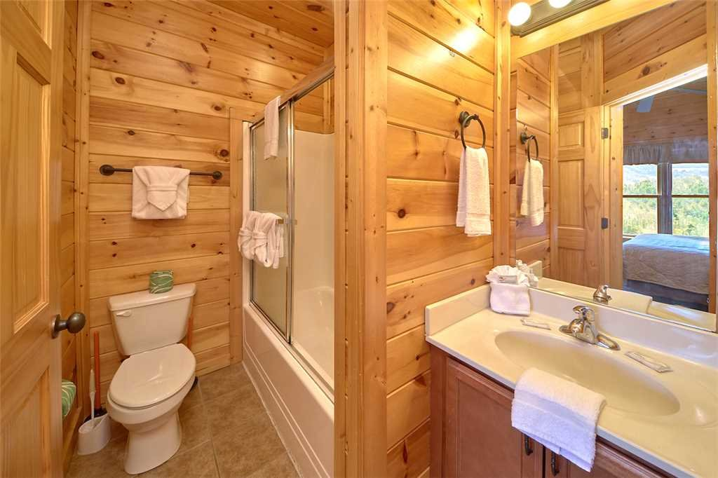 Photo of a Gatlinburg Cabin named Tennessee Walt's - This is the fourteenth photo in the set.