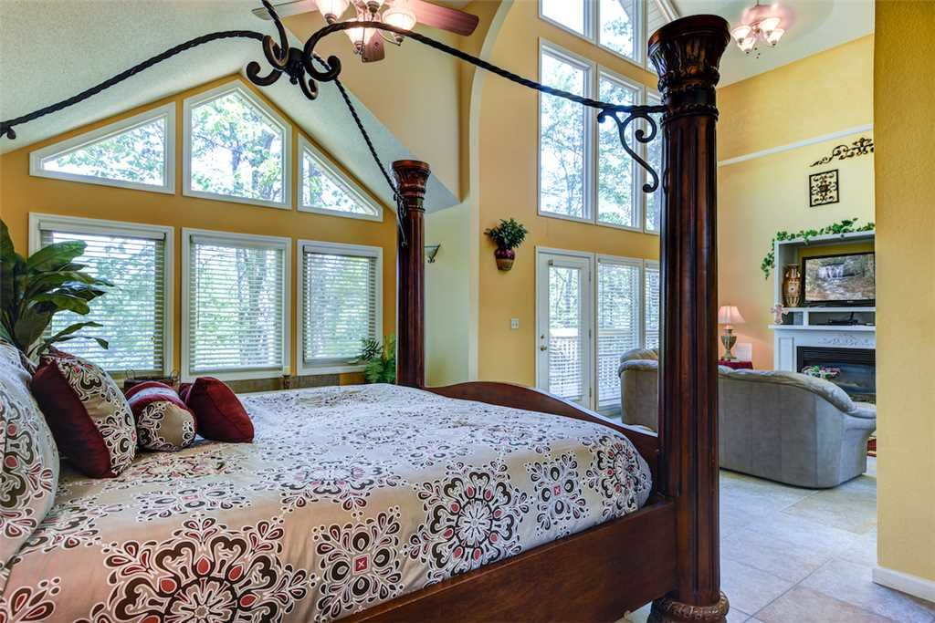 Photo of a Gatlinburg Cabin named Romance Ridge - This is the fourteenth photo in the set.