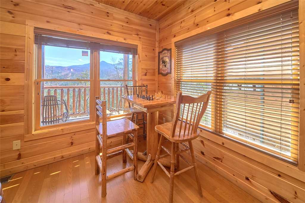 Photo of a Gatlinburg Cabin named Tennessee Walt's - This is the twelfth photo in the set.