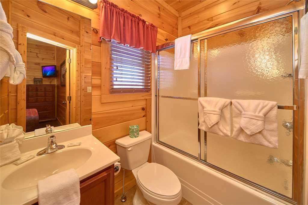 Photo of a Gatlinburg Cabin named Tennessee Walt's - This is the twenty-first photo in the set.