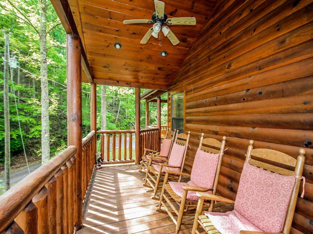 Photo of a Gatlinburg Cabin named Bearfoot Hideaway - This is the twenty-second photo in the set.