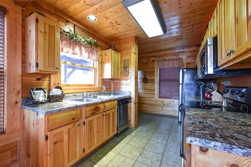 Photo of a Pigeon Forge Cabin named True Love - This is the eighth photo in the set.