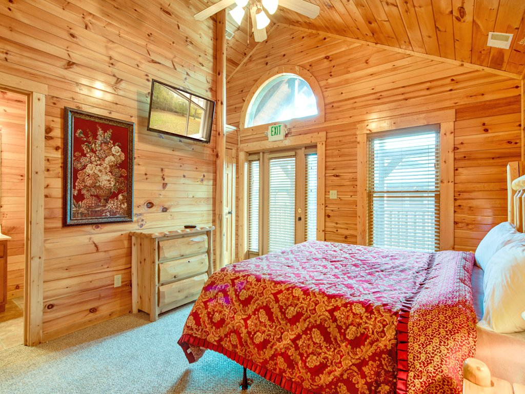 Photo of a Gatlinburg Cabin named Hemlock Inn - This is the twentieth photo in the set.